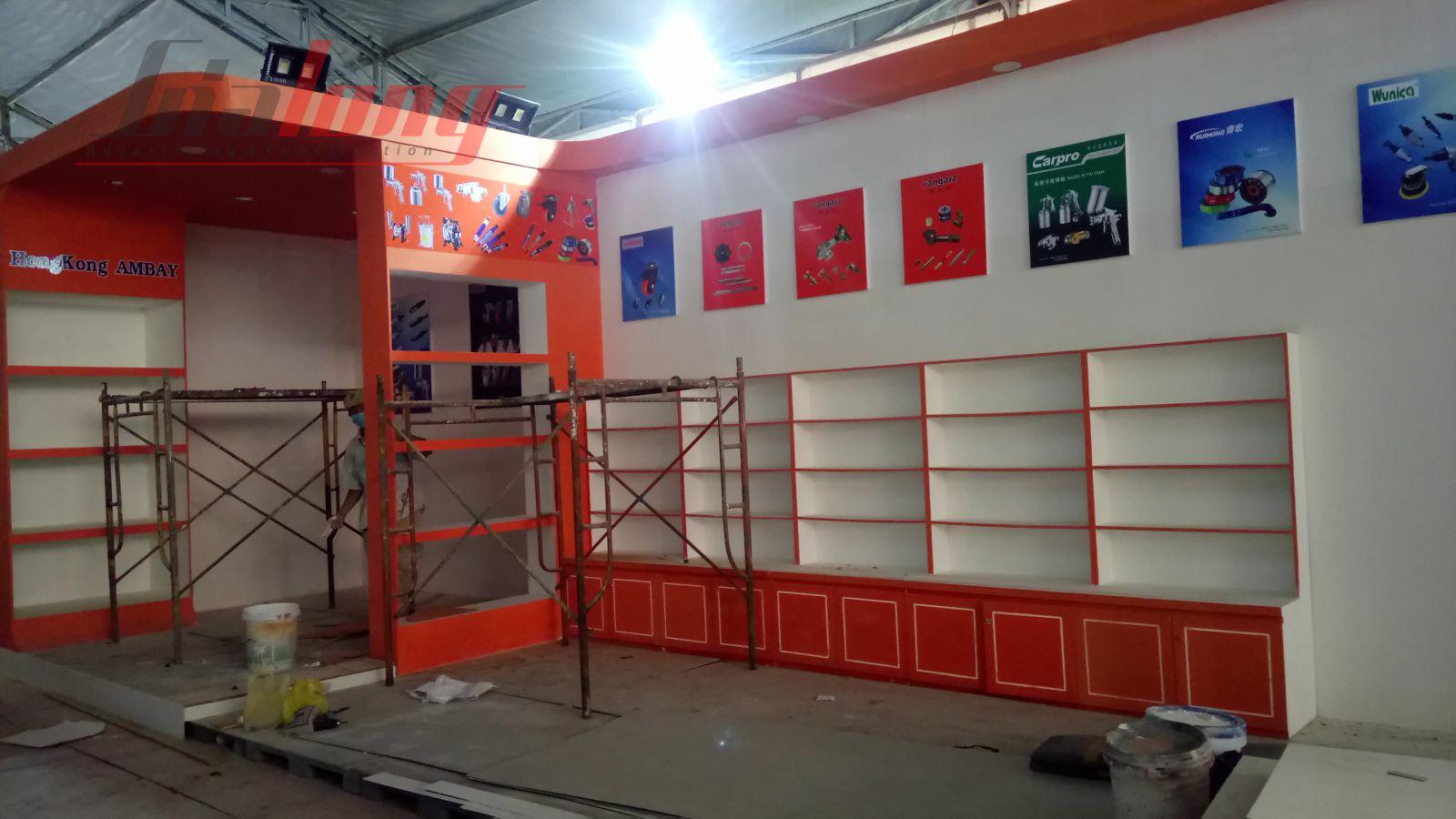 Nhân viên Gia Long hoàn thành gian hàng Triển lãm VIFA EXPO 2018